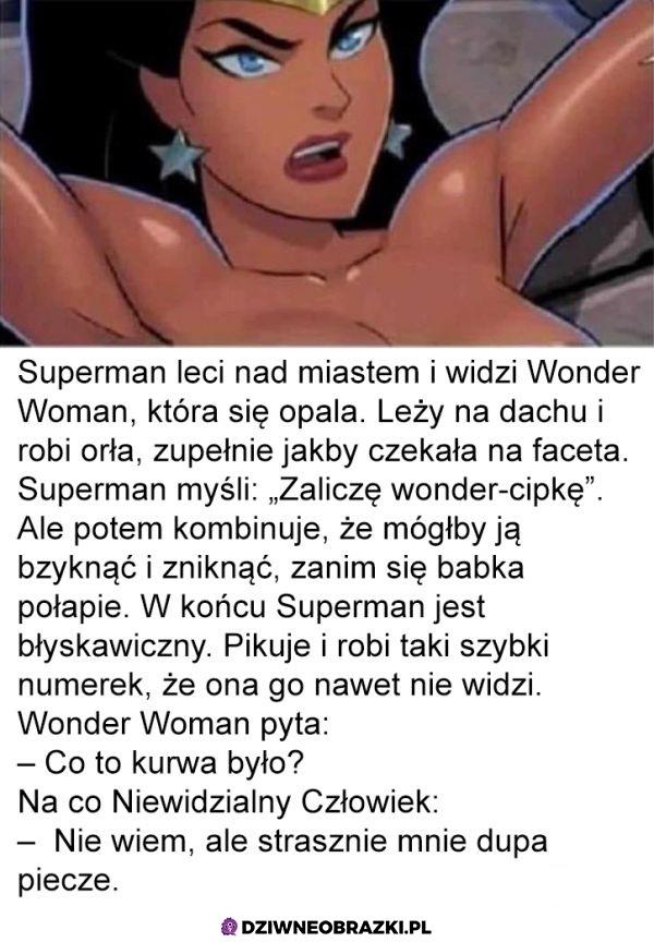 Leci Superman nad miastem i widzi że...